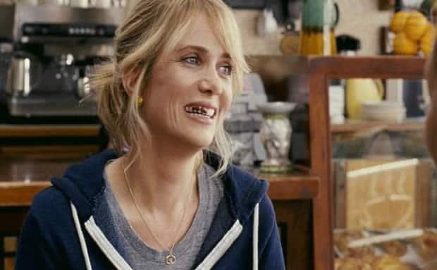 bridesmaids-kristen-wiig-teeth
