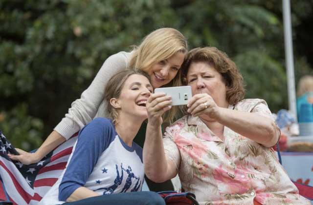 «Joyeuse fête des mères» réunit un casting de rêve au cinéma!
