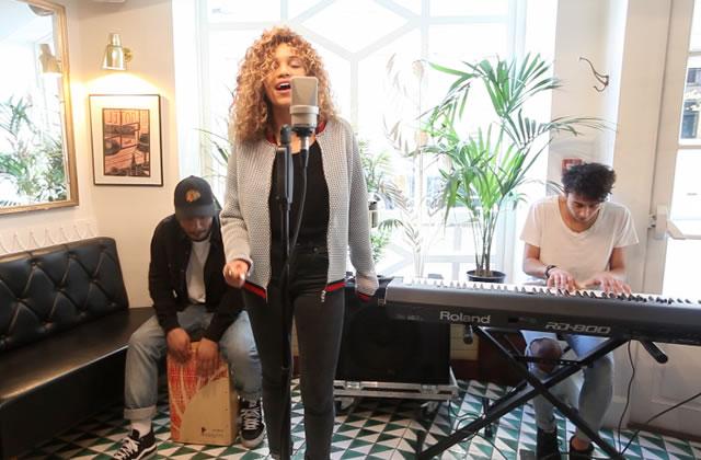 Izzy Bizu interprète son titre «White Tiger» en acoustique