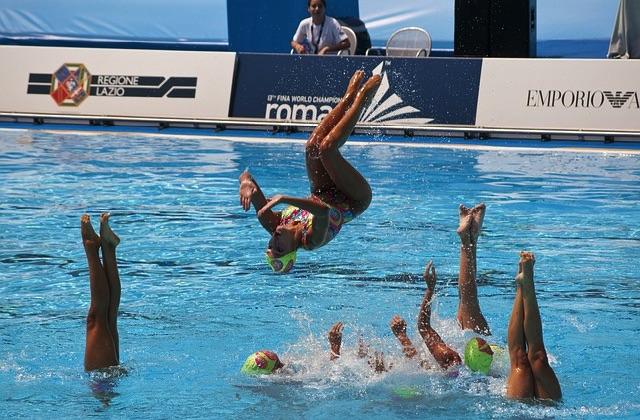 La natation synchronisée et ses petits secrets rigolos
