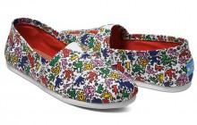 La marque de chaussures Toms imagine une collection autour de l'univers de Keith Haring!