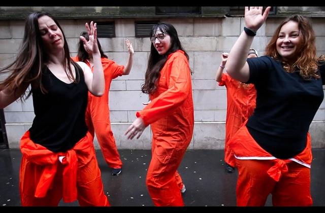 La #GrosseTeuf «Orange Is The New Mad» a sa choré officielle