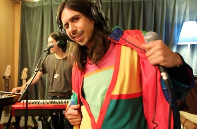 Naive New Beaters interprète «Heal Tomorrow» en acoustique et ça donne la pêche!