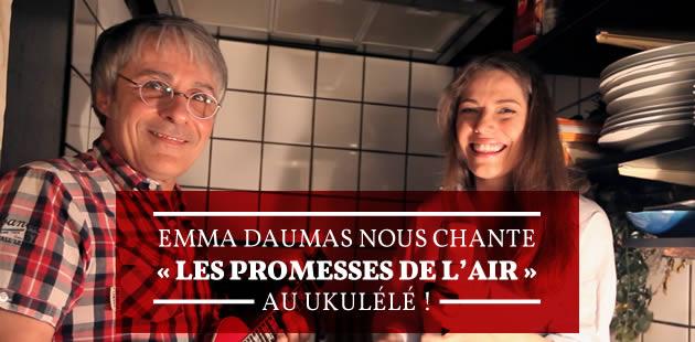 Emma Daumas nous chante «Les Promesses en l'air» au ukulélé!