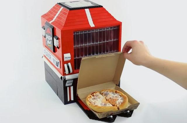 Le distributeur de pizza fait… en LEGO!