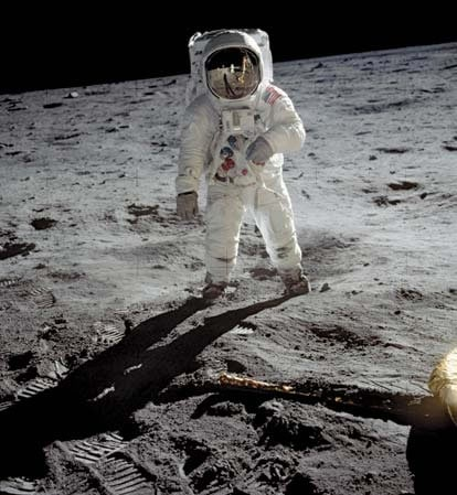 neil-armstrong-moon