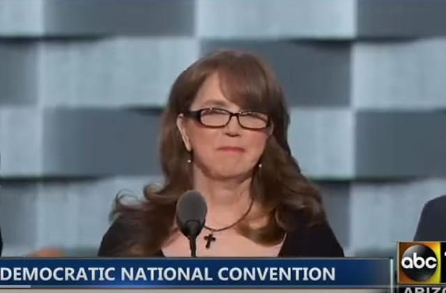 La mère d'une victime de la tuerie d'Orlando livre un émouvant discours
