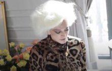 Carmen Dell'Orefice, mannequin âgée et beaucoup trop classe