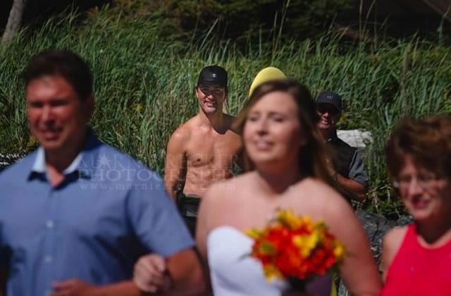 Justin Trudeau photobombe torse nu des photos de mariage