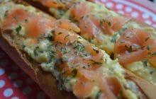 La baguette fourrée aux oeufs brouillés et au saumon, l'idée brunch idéale pour régaler ses invités !