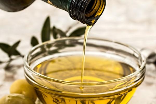 Pourquoi faire un bain d'huile végétale pour les cheveux ?