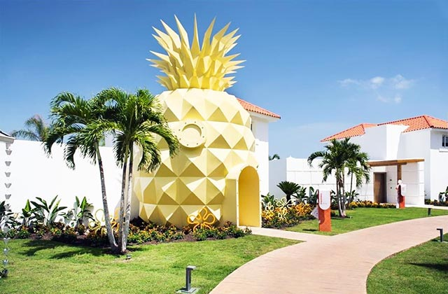 Qui vit dans un ananas dans la mer? Eh bien vous, si vous en avez envie!