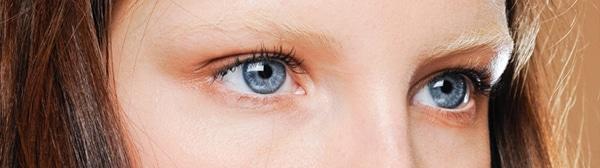 tendances-maquillage-automne-hiver-2016-2017-sourcils-bleached