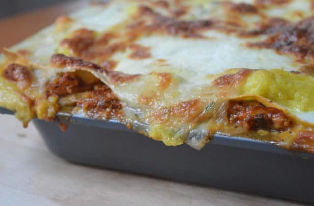 Les lasagnes aux oignons et au tofu — Recette gratinée