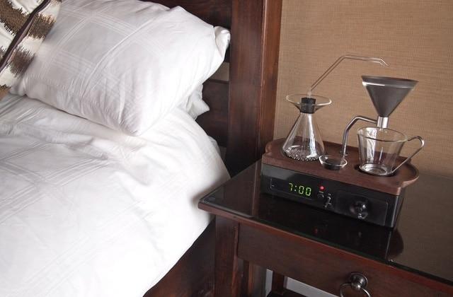 Le réveil qui te prépare un café, meilleure invention du siècle (ou presque)