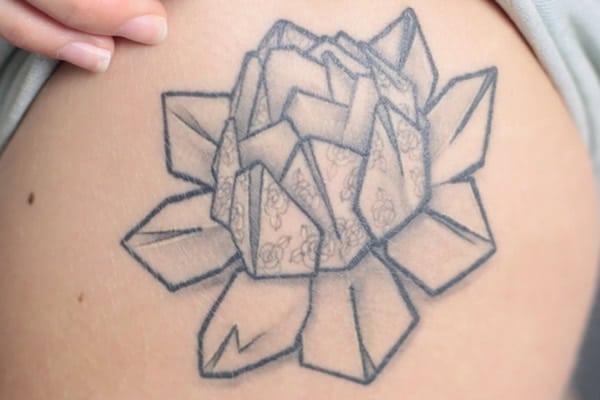 street-tatoos-clemence-et-ses-tatouages-fleuris-4