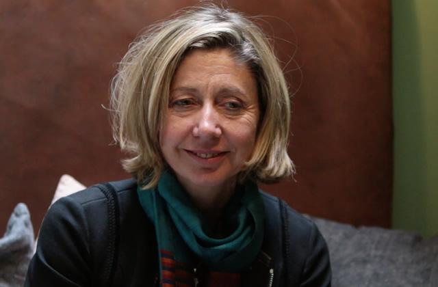 Christina Lamb, reporter de guerre, nous parle de sa rencontre avec Nujeen, réfugiée syrienne handicapée