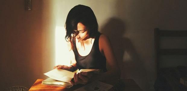 femme-lisant