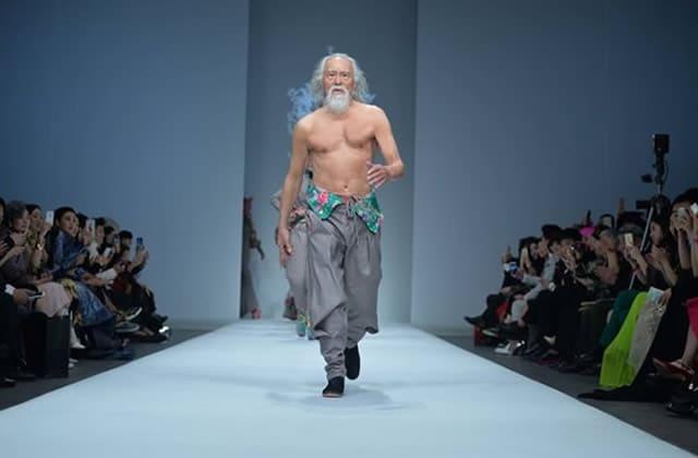 Wang Deshun, le mannequin de 80ans qui force le respect