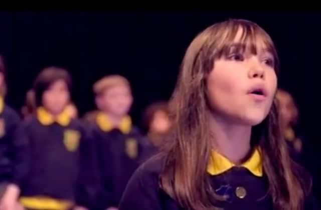 La voix sublime qui chante cette reprise d'Halleluja est celle de Kaylee Rodgers, 10 ans