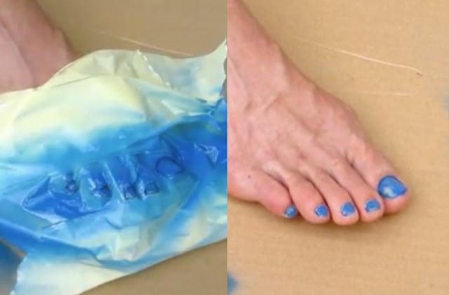 La façon la plus rapide (et la plus chelou) de se vernir les ongles de pieds