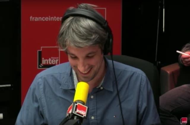 Guillaume Meurice démontre avec humour l'influence des préjugés sur notre perception de la réalité