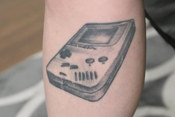 street-tattoos-emy-hommages-gameboy