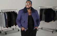 Des hommes faisant une «grande taille» essayent les vêtements «plus size» d'ASOS