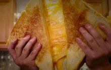 Le grilled cheese géant, pour les fans de fromage qui n'ont pas froid aux yeux