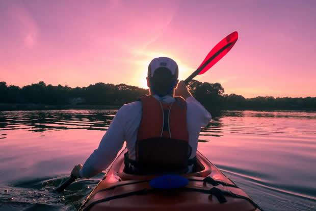 homme-sur-kayak