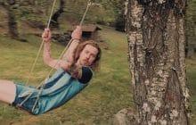 Julien Doré reprend «LaJavanaise» en japonais, et se roule en short dans les arbres