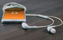 Sur quelle appli écouter mes podcasts pour des trajets et des séances de ménage moins moroses?
