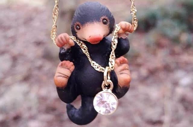 L'adorable Niffleur des Animaux Fantastiques vient se pendre à votre cou