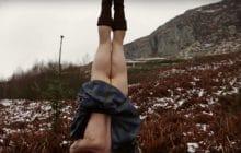 Deux BG font du yoga en kilt dans les bois, et personne ne s'en plaint, honnêtement