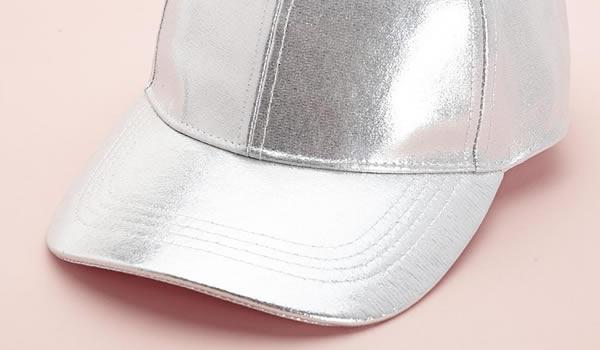 casquette-argentée