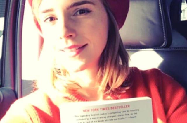 Emma Watson se remet à planquer ses livres préférés… un peu partout!