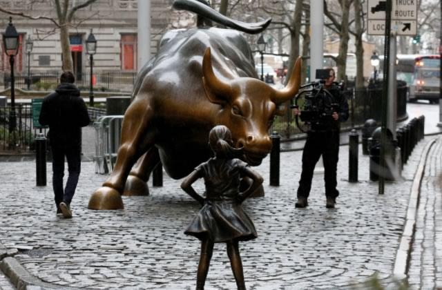 Pour que la Fille Sans Peur continue à se dresser fièrement devant le taureau de Wall Street