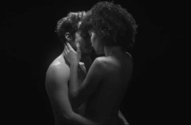 Quand un poème de Prévert inspire une sensuelle vidéo sur l'amour d'une femme pour les hommes