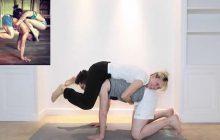 Le bêtisier de Natoo au yoga, presque plus drôle que la vidéo finale!
