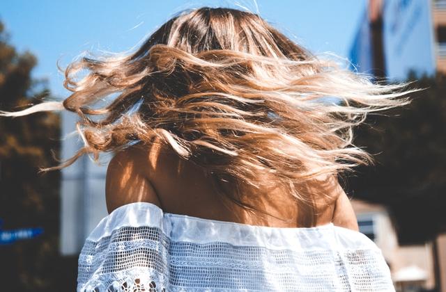 Comment avoir des cheveux brillants en 4 astuces simples