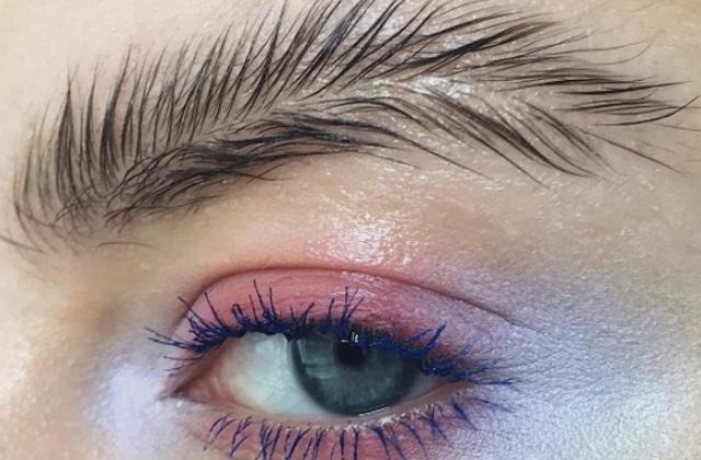 Tes sourcils deviennent de délicates plumes, c'est le #FeatherBrows!