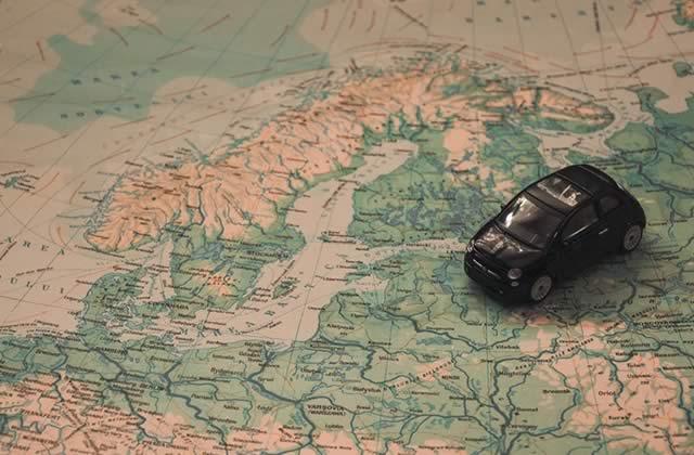 On part en #VoyageVoyage sur la route, dans les airs ou en pensée