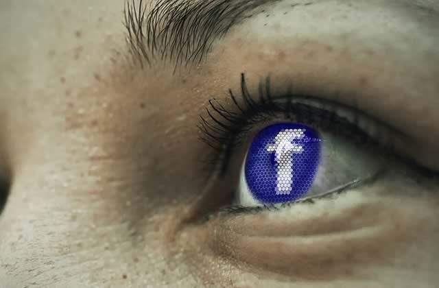 Déroulez votre historique Facebook grâce à un outil hypnotisant qui donne le vertige