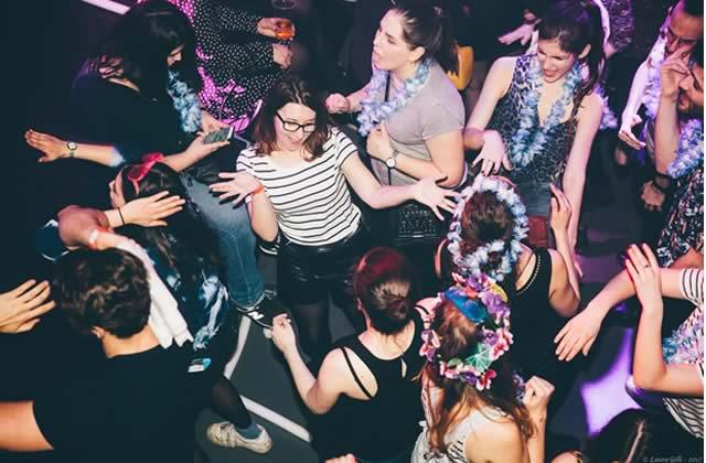 4 conseils pour danser toute la nuit sans y laisser ta vie