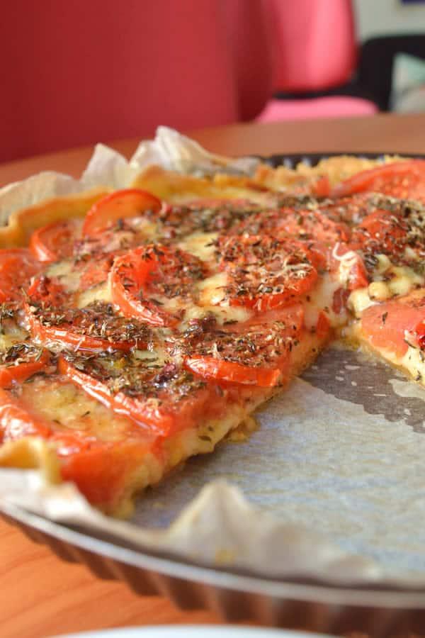 tarte aux tomates recette pleine de fromage de mon enfance. Black Bedroom Furniture Sets. Home Design Ideas