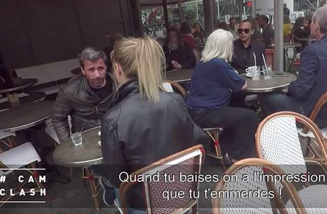 Un réalisateur de films X agresse une actrice porno en public pour Cam Clash