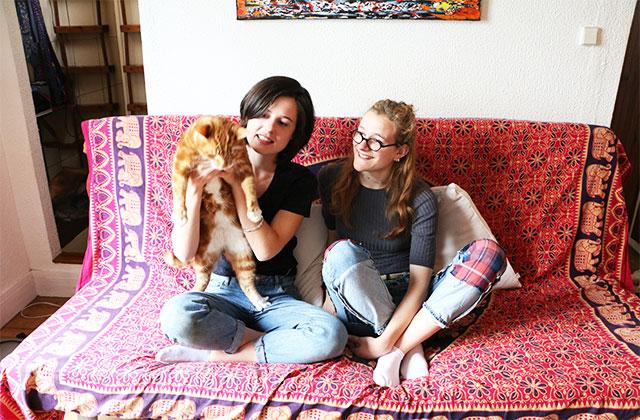 Dans l'appart de Louise et Pauline, étudiantes en théâtre et lettres à Paris