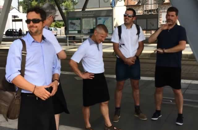 Victoire pour les chauffeurs de bus venus travailler en jupe!