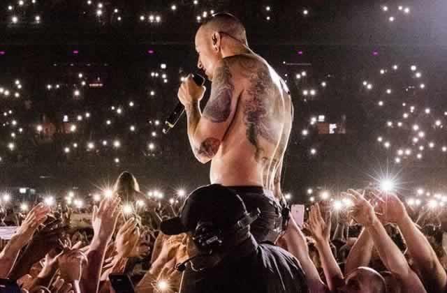 Chris Martin rend hommage à Chester Bennington en transformant Crawling en ballade