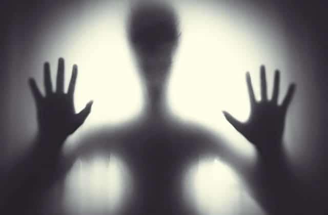 L'histoire de l'appartement hanté par le fantôme d'un enfant devient de plus en plus terrifiante